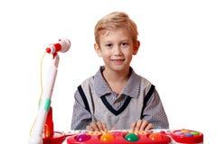 игра нот мальчика Стоковое Изображение RF