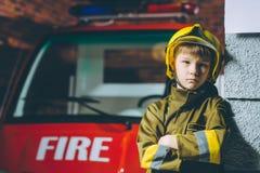 Игра пожарного ребенка Стоковое фото RF
