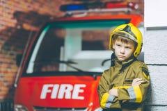 Игра пожарного ребенка Стоковая Фотография RF