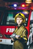 Игра пожарного ребенка Стоковое Фото
