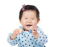 Игра ребёнка Азии с блоком игрушки Стоковые Изображения