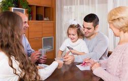 Игра семьи в мосте Стоковая Фотография