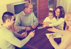 Игра семьи в мосте Стоковые Фотографии RF