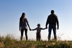 Игра семьи на небе предпосылки Стоковая Фотография RF