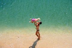 Игра семьи на пляже Стоковые Изображения RF