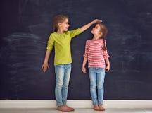 Игра сестер совместно стоковые фотографии rf
