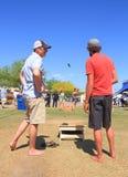 Игра лужайки: Конкуренция Cornhole Стоковые Изображения RF