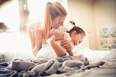 Игра утра с мамой балерина немногая Стоковые Фото