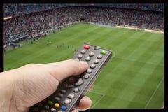 Игра футбола на ТВ Стоковые Изображения