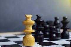 Игра шахматной доски Концепция проблемы и разнообразия стоковые изображения