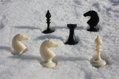Игра шахмат шахмат в снеге фото Стоковое фото RF