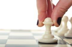Игра шахмат игры женщины Стоковая Фотография