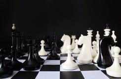 Игра шахмат Черная предпосылка Стоковое Фото
