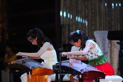 игра guzheng девушок Стоковые Фото