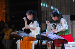 игра guzheng девушок Стоковые Изображения RF