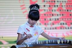 игра guzheng девушок Стоковое Фото