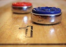 Игра Shuffleboard Стоковые Изображения RF