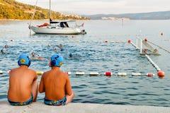 Игроки водного поло имея пролом в Omis Стоковое фото RF