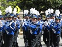 Игроки каннелюры на параде Стоковые Изображения RF