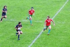 Игроки рэгби, который побежали на воевать для шарика Стоковые Фото