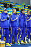 Игроки футбольной команды Украины национальные слушают национальное anthe Стоковая Фотография RF
