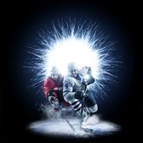 Игроки хоккея на льде катаются на коньках на абстрактной предпосылке стоковые фотографии rf