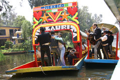 игроки mariachi гитары танцоров Стоковые Фотографии RF