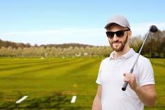 Игрок в гольф на поле для гольфа Стоковые Изображения
