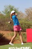 Игрок в гольф Эмма Cambrera-Bello дам pro Teeing с ноября 2015 i Стоковое Фото