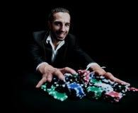 Игрок в покер держа пари все на одной руке Стоковое Фото