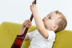 Игрок гавайской гитары Стоковые Фотографии RF