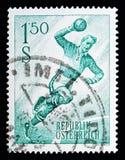 Игрок гандбола, serie спорта, около 1959 Стоковые Изображения