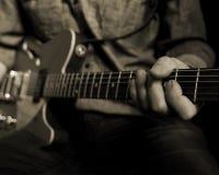 Игрок гитары в студии Стоковое Фото