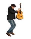 игрок гитары скача стоковая фотография