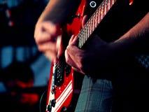 игрок гитары
