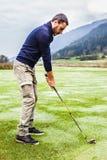 Игрок гольфа в утре Стоковое фото RF
