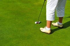 Игрок гольфа на зеленом цвете, Андалусия женщины, Испания Стоковые Фото