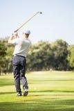 Игрок гольфа принимая съемку Стоковые Изображения