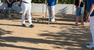 Игрок играя boules во время турнира Стоковые Изображения