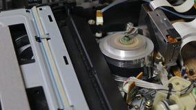 Игрок магнитной ленты для видеозаписи VHS внутрь акции видеоматериалы