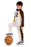 игрок младшего мальчика корзины шарика Стоковая Фотография