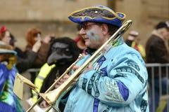 Игрок тромбона на параде масленицы, Штутгарт Стоковое фото RF