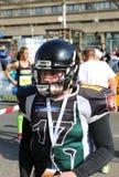 Игрок футбольной команды Ганновера Spartans американский представляя на марафоне Ганновера Стоковая Фотография