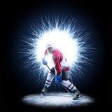 Игрок хоккея на льде катается на коньках на абстрактной предпосылке стоковые изображения