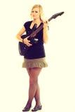 Игрок художника женщины с электрической гитарой Стоковые Фотографии RF