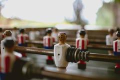 Игрок Foosball в наружной игре стоковое фото rf