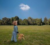 игрушечный безопасности приятельства принципиальных схем мальчика медведя Стоковые Фото