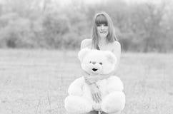 игрушечный девушки медведя Стоковая Фотография RF