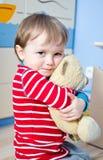 игрушечный мальчика медведя Стоковые Изображения