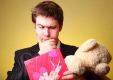 игрушечный настоящего момента мальчика коробки медведя Стоковые Фотографии RF